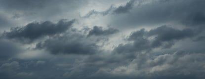 Mooie regenachtige wolken, geen vogels, geen lawaai stock fotografie