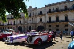 Mooie retro uitstekende auto-taxis Havana, Cuba stock fotografie