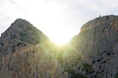 Mooie reusachtige bergheuvels stock afbeeldingen