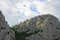 Mooie reusachtige bergheuvels stock afbeelding
