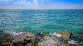 Mooie reusachtigheid van het Caraïbische overzees worden die die in de horizon wordt verloren royalty-vrije stock afbeeldingen