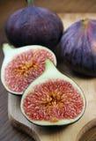Mooie rijpe verse pappige fig. op de lijst Royalty-vrije Stock Afbeelding