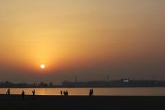 Mooie rode /orange-zonsondergang stock afbeeldingen