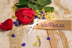 Mooie rood nam met giftkaart, bon of coupon toe voor Wellness royalty-vrije stock foto's