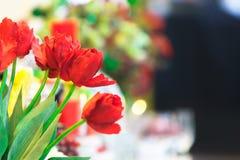 Mooie rood nam met onscherpe achtergrond toe Stock Foto's