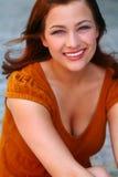 Mooie Roodharige met Grote Glimlach Royalty-vrije Stock Foto