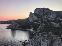 Mooie rots dichtbij de Zwarte Zee royalty-vrije stock afbeeldingen