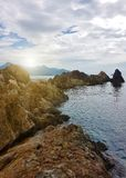 Mooie rotsachtige kust royalty-vrije stock afbeelding