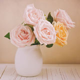 Mooie rozen voor Moederdagviering Retro filtereffect Stock Afbeelding