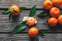 Mooie samenstelling van tropische vruchten op houten achtergrond royalty-vrije stock foto