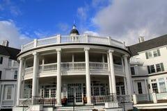 Mooie scène van buitenarchitectuur welkom hetende gasten, Sagamore Resort die, Bolton, New York, 2016 landen Royalty-vrije Stock Afbeelding