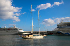 Mooie Schepen en Cruisevoeringen Stock Afbeeldingen