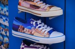 Mooie schoenen bij de winkel in Santorini, Griekenland stock afbeeldingen