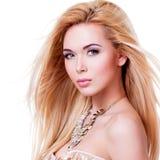 Mooie sensuele vrouw met lang blondehaar stock afbeeldingen