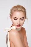 Mooie sexy blonde naakte het lichaamsvorm van de vrouwen natuurlijke make-up Stock Foto's