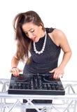 Mooie Sexy Jonge Vrouw als speelmuziek van DJ op (bestelwagen) mixer Royalty-vrije Stock Foto's