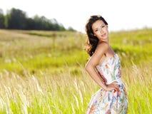 Mooie sexy vrouw op de aard royalty-vrije stock afbeelding