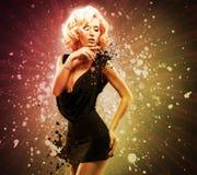 Mooie sexy vrouw in zwarte kleding Royalty-vrije Stock Foto
