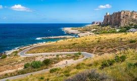 Mooie Siciliaanse kustlijn dichtbij Macari en San Vito Lo Capo Provincie van Trapan, Sicilië, zuidelijk Italië stock foto's