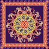 Mooie sjaal met bloem - mandala, leuke beeldverhaalolifanten, vrolijke apen en frambozen op donkere lilac achtergrond stock illustratie