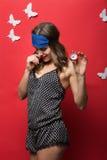 Mooie slaapvrouw in de bovenkant van pyjama'scami Royalty-vrije Stock Afbeeldingen