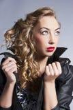 Mooie slanke sexy blond, meisje in leerjasje Royalty-vrije Stock Fotografie