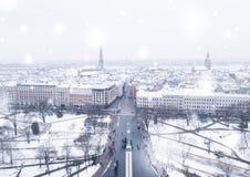 Mooie sneeuw de winterdag in Letland royalty-vrije stock fotografie