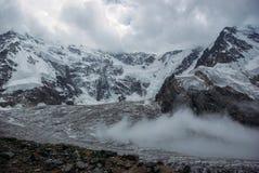 mooie sneeuwbergen, Russische Federatie, de Kaukasus, stock foto