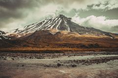 Mooie sneeuwvulkaan stock afbeelding