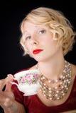 Mooie Snobistische dame die een kop thee houden stock fotografie
