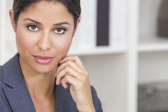 Mooie Spaanse de Vrouwenonderneemster van Latina stock foto