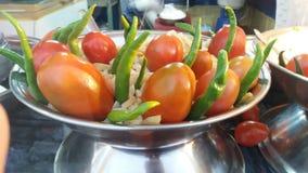 Mooie Spaanse pepers en tomaat stock foto