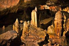 Mooie stalactieten van hol Baradla in Aggtelek, Hongarije stock fotografie
