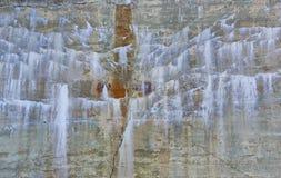Mooie Steenmuur met Minerale Stortingen Royalty-vrije Stock Afbeeldingen