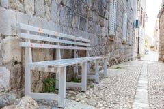Mooie stegen bij de ommuurde oude stad van Dubrovnik royalty-vrije stock fotografie