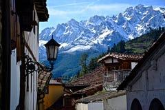 Mooie straatlantaarn binnen van een klein dorp Royalty-vrije Stock Fotografie