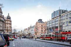 Mooie straatmening van Traditionele oude gebouwen in Praag, CZ Stock Fotografie