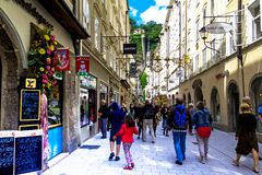 Mooie straten van Salzburg, Salzburger-Land, Oostenrijk Stock Fotografie