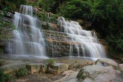 Mooie stromen en watervallen royalty-vrije stock foto's