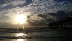 Mooie Sunrises door de pijler royalty-vrije stock foto