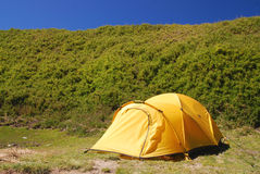 Mooie tent op het kampeerterrein. royalty-vrije stock afbeelding