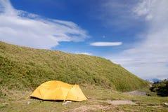 Mooie tent op het kampeerterrein. royalty-vrije stock foto's