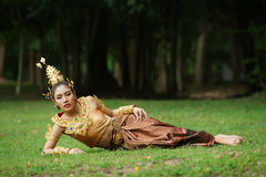 Mooie Thaise dame in Thaise traditionele dramakleding Stock Fotografie