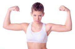 Mooie tiener die haar spieren tonen Royalty-vrije Stock Afbeelding