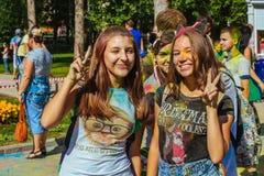 Mooie tiener in het festival van kleuren Stock Foto