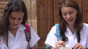 Mooie Tiener Vrouwelijke Studenten stock footage
