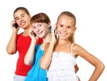 Mooie tieners met mobiele telefoon Stock Afbeeldingen