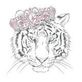 Mooie tijger in een kroon vector illustratie