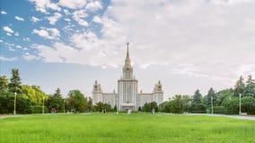 Mooie timelapse van de Universiteit van de Staat van MSU Moskou in de zomertijd De wolkenkrabber van Stalin stock video