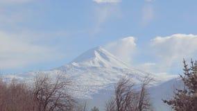 Mooie Timelapse van Volcano Llaima, Chili stock videobeelden